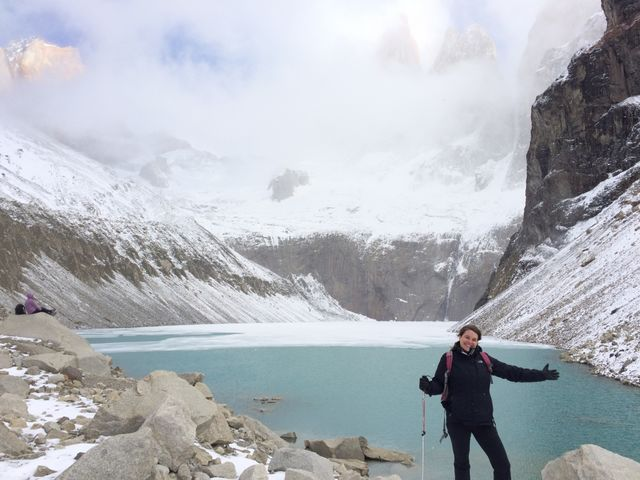 Reisspecialist Anouk bij de Base of the Towers in Torres del Paine