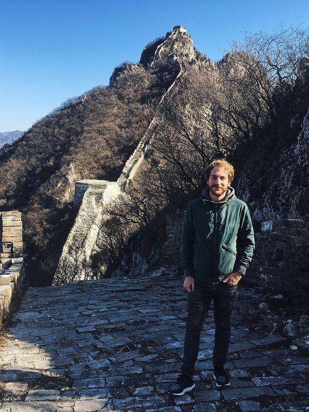 Reisspecialist Jelmer op de Chinese Muur