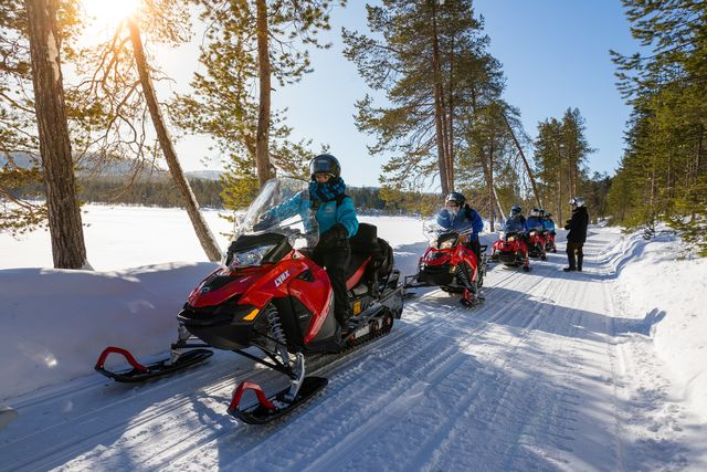 Sneeuwscooter tocht, Fins Lapland