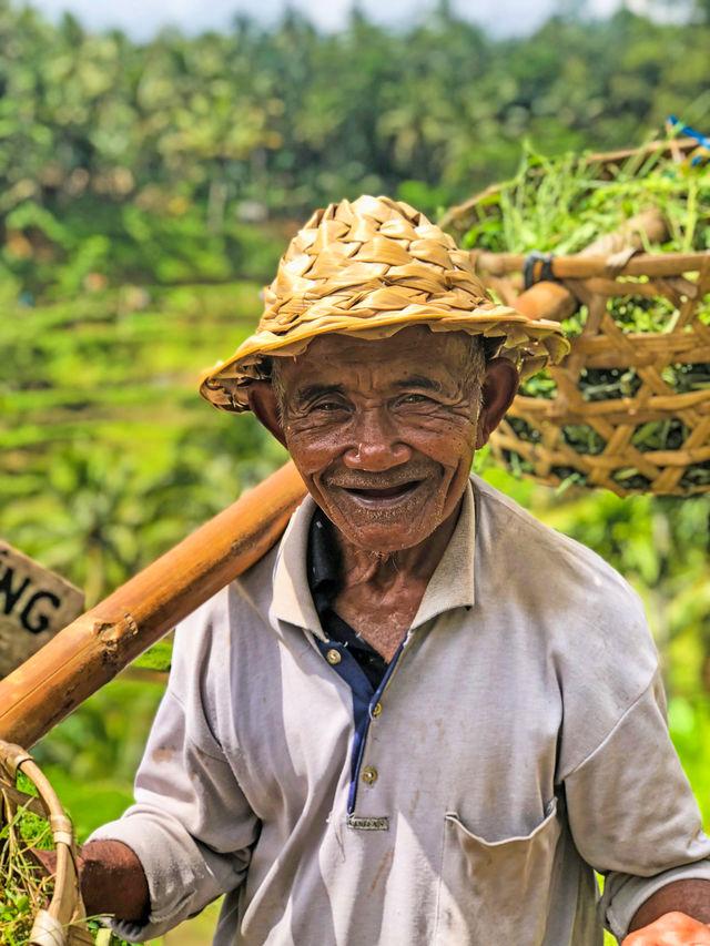 Local op de rijstvelden van Bali