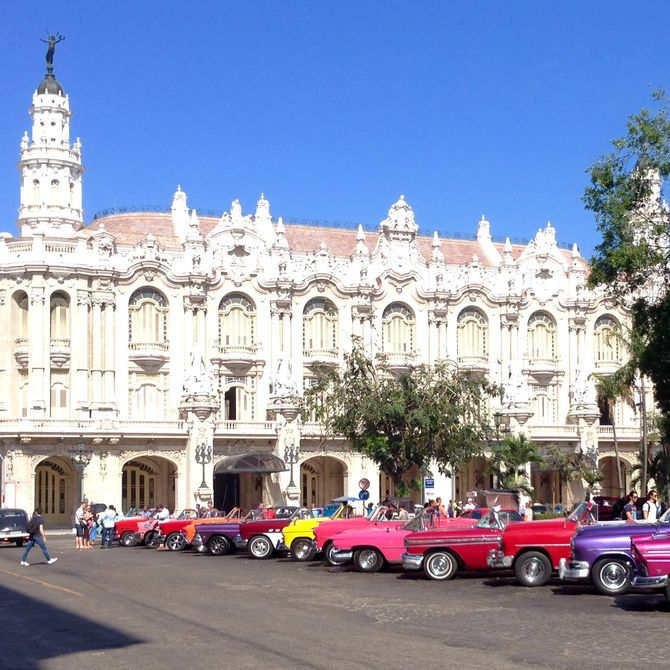 Hoofdstad Havana met een rij old timers