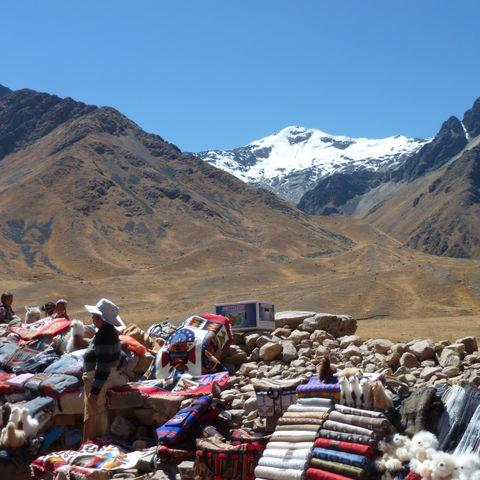 Familie vakantie Peru onderweg bergen