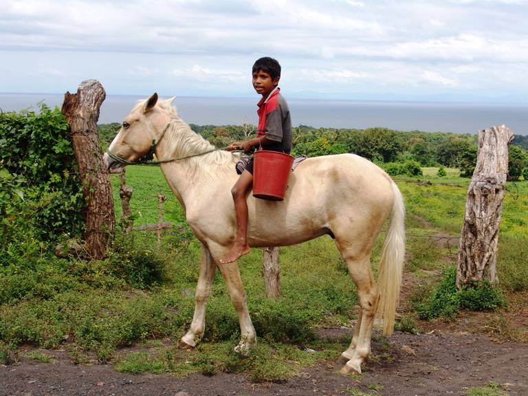 Lokale jongen op Ometepe