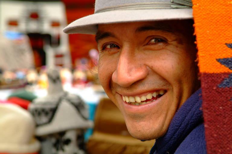 Vrolijkheid op de markt van Otavalo