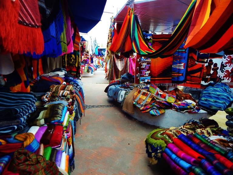 De markt van Otavalo