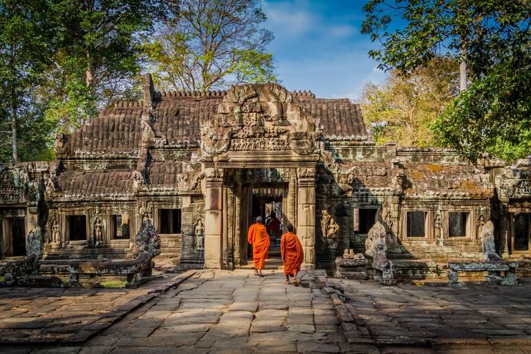 Monniken bij Angkor Wat