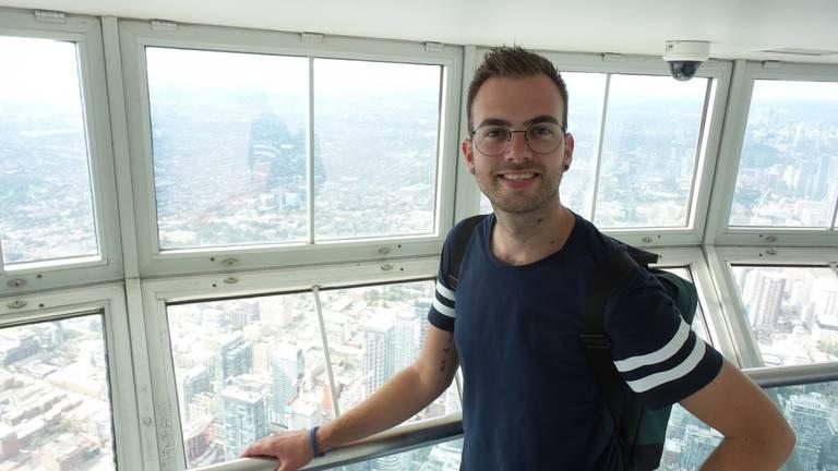 Reisspecialist Sander in de CN Tower in Toronto